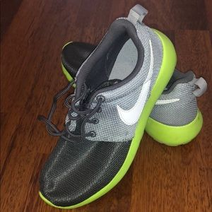 Almost new Nike sneakers size 3.5Y